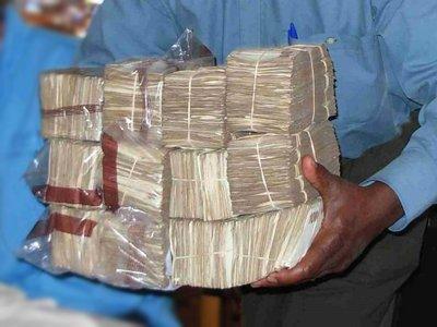 Глава следственного отдела СКР, ежемесячно получавший взятку в 700000 руб. под угрозой рейдерского захвата, пойман с поличным