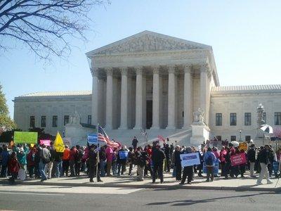 Верховный суд США ограничил правила проведения пикетов у здания суда