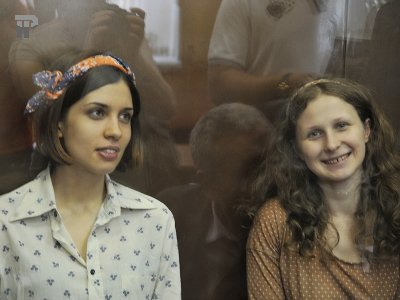 Участница Pussy Riot Мария Алехина вышла на свободу, Надежда Толоконникова присоединится к ней сегодня