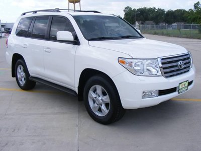 ФАС наказала автодилера за покупателя Toyota Land Cruiser 200, которому не подарили обещанных шин