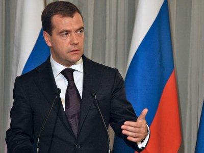 """Медведев подписал закон об электронных платежах и """"сопутствующие"""" поправки в НК и КоАП"""
