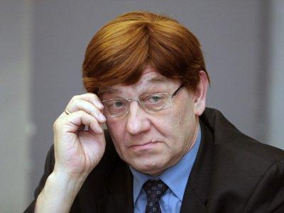 61-летний ректор Александр Викторов (на фото) скончался на месте на глазах у жены