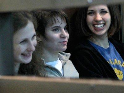Слева направо: Мария Алехина, Екатерина Самуцевич, Надежда Толоконникова