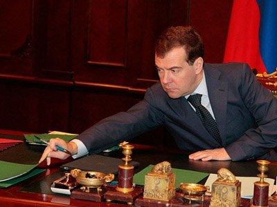 Медведев согласился узаконить доказательственную силу нотариального акта