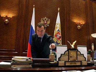 Медведев предостерег госкомпании от попыток блокировать приватизацию с помощью судов