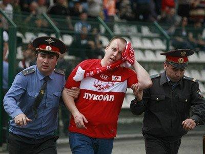 На болельщиков будут накладывать наказание в виде запрета на посещение стадионов сроком до года