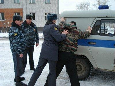 Возбуждено дело на полицейских, избивших задержанного, который стрелял в них из травмата