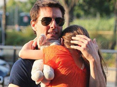 Том Круз судится с таблоидами, которые утверждали, будто актер забросил свою дочь после развода