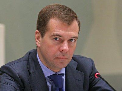 Медведев обещал обсудить с дачниками новый закон о садовых товариществах