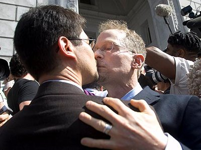 Британский парламент окончательно одобрил легализацию однополых браков