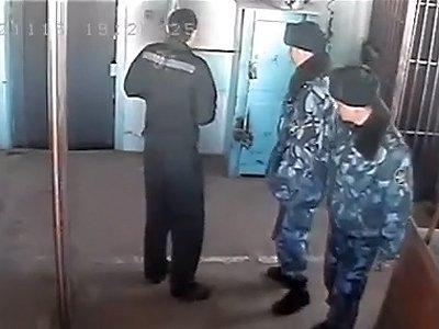 """СКР проверяет видео об избиении осужденного в колонии """"полковником УФСИН"""""""