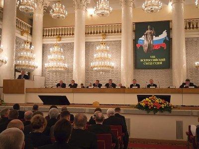 Оклады аппарата судов хотят привязать к судейским заработкам - поручения VIII Всероссийского съезда судей