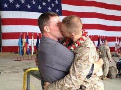 """Однополые пары бывших военнослужащих из США оказались ущемлены в правах из-за """"Раздела 38"""""""