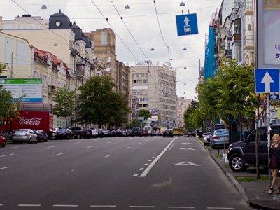 Таксистам могут разрешить ездить по выделенным полосам