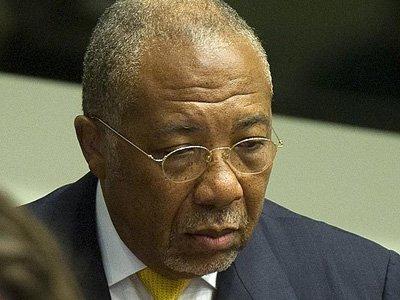 Бывший президент Либерии, осужденный МУС на 50 лет тюрьмы, отправился отбывать наказание в Великобританию