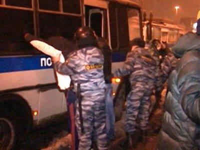 По делу о беспорядках в Бирюлеве, возникших из-за убийства торговцем шаурмой москвича, допрашивают 380 человек