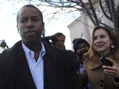 Экс-сенатора штата Нью-Йорк приговорили к семи годам тюрьмы за коррупцию