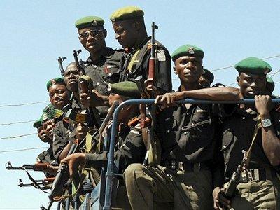 Четверо полицейских погибли в Нигерии при попытке помешать похищению адвоката