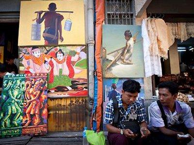 В Мьянме две женщины получили по два года тюрьмы за прикосновение к монаху