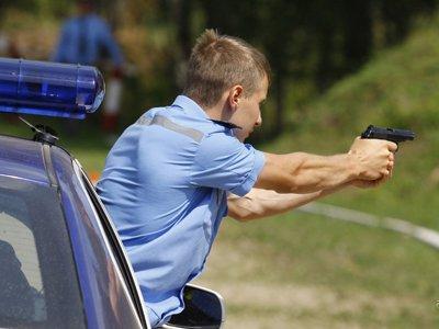 Полиция просит СКР возбудить дело на пьяного инспектора ГИБДД, которого пришлось останавливать со стрельбой