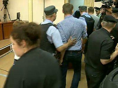 Алексей Навальный приговорен к 5 годам колонии общего режима