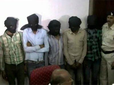 Шестеро индийцев получили пожизненные сроки за изнасилование туристки из Швейцарии