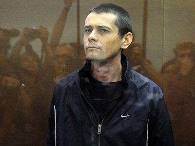 """Обвинение поддержало иск к """"Белгородскому стрелку"""" на 50 млн руб. вдовы одного из погибших"""