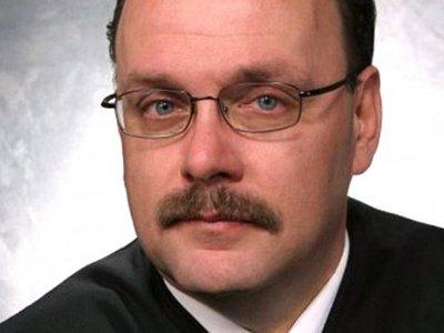 """Судья из США приговорил женщину к """"Празднику Холбрука"""" - следующие пять лет она будет отмечать рождество в тюрьме"""