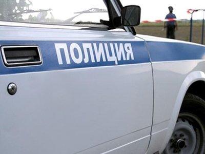 Полиция ищет осужденную на 20 лет молодую женщину и троих ее сообщников, сбежавших из автозака