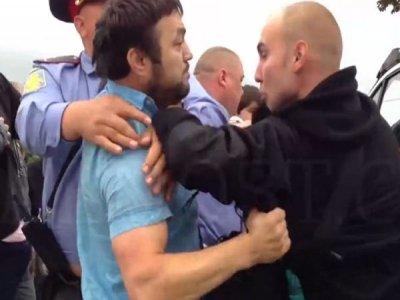 Магомед Расулов (слева) и пострадавший оперативник Антон Кудряшов