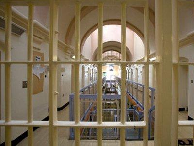 Подросток провел в тюрьме 35 дней из-за полицейских, которые перепутали его с тезкой-преступником