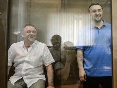 Обвиняемые в убийстве обозревателя «Новой газеты» Анны Политковской Лом-Али Гайтукаев, Рустам Махмудов и Сергей Хаджикурбанов (слева направо)