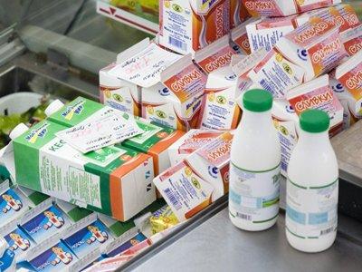 ФАС оштрафовала завод за рекламу молока, гарантировавшую его натуральность коротким сроком годности