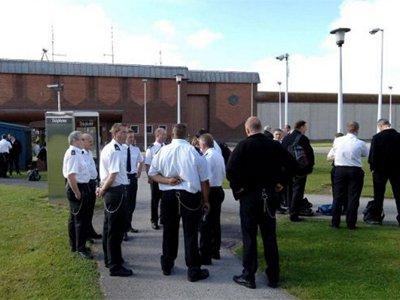 В Британии судят трех заключенных, взявших в заложники тюремного охранника