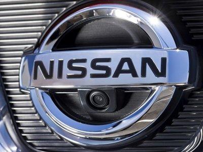 """Автомобилист, на Nissan Atlas которого упала плитка со здания """"Норильского никеля"""", отсудил 84700 руб."""