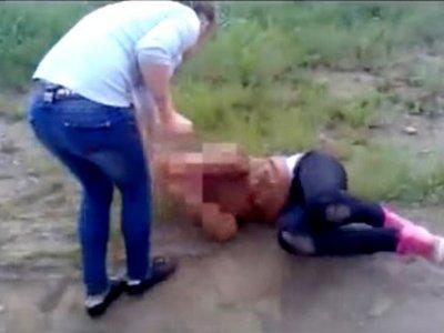 Осуждена выпускница школы, два часа избивавшая ученицу для видео в интернете