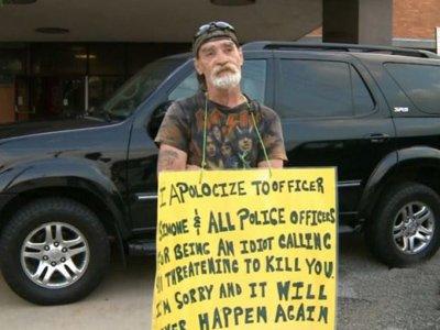 """По приговору суда, телефонный хулиган из США будет неделю стоять у полицейского участка с плакатом """"Я идиот"""""""