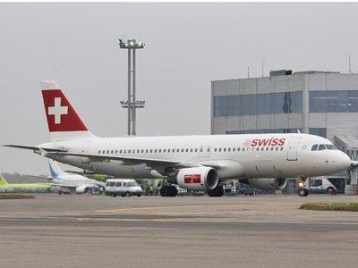 Московский суд узнает у Swiss Air, зачем россиян сняли с рейса перед Новым годом