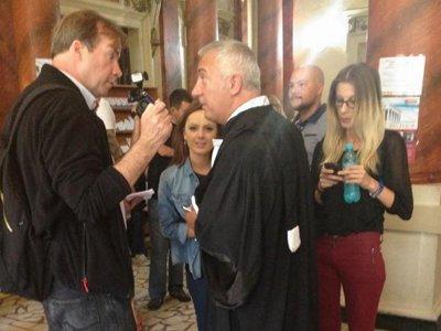 Румынский адвокат оштрафован на $1150 за то, что пришел в суд в джинсах и кроссовках