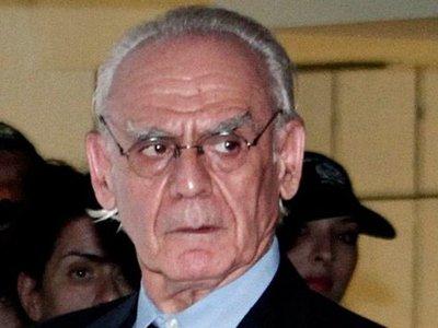 Бывшего министра обороны Греции и всю его семью приговорили к реальным срокам за взятки