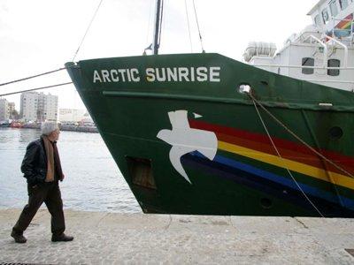 """СКР отпускает всех экологов """"Гринпис"""", взятых в сентябре на абордаж в Печорском море"""