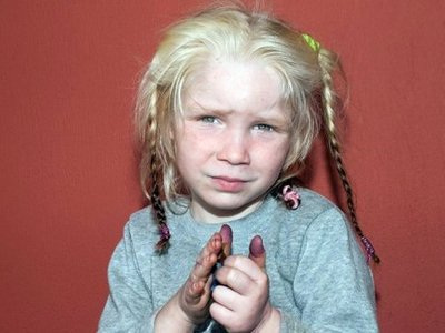 Суд Греции отказался вернуть на родину похищенную цыганами девочку