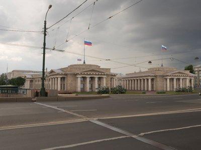 Вид на будущие здания высших судов с Биржевого моста в Санкт-Петербурге