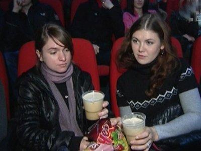 Суд разрешил зрителям приходить в кинотеатр со своим спиртным