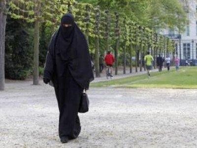 ЕСПЧ подтвердил, что запрет на паранджу во Франции не нарушает права человека