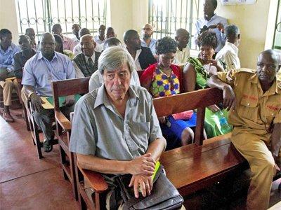 Британского пенсионера, которого в Уганде собирались судить за интимное видео с мужчиной, просто депортируют