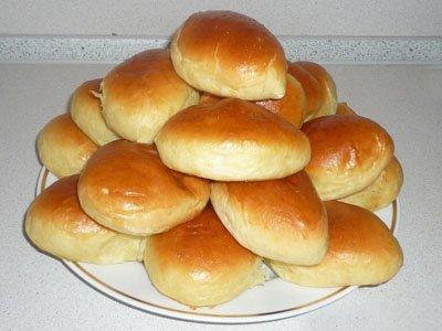 Покупатель, обнаруживший в пирожках картофель вместо капусты, отсудил у магазина 100 руб.