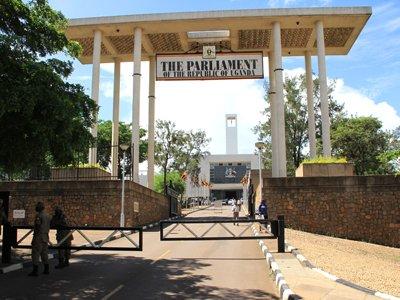 В Уганде принят закон, запрещающий носить мини-юбки