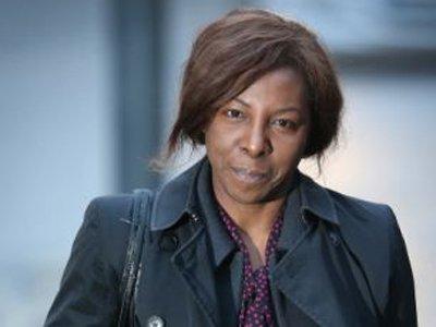 В Великобритании экс-судье предъявили обвинение в даче ложных показаний ради соседки