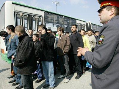 Задержаны более 30 человек, пытавшихся увезти в Махачкалу жителя Петербурга